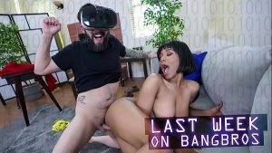 Image Game porno metendo na morena enquanto usa o óculos de realidade virtual